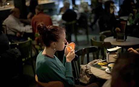 SMOKING AND RESTAURANTS: A GUIDE FOR POLICY-MAKERS